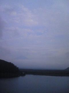 曇天の精進湖